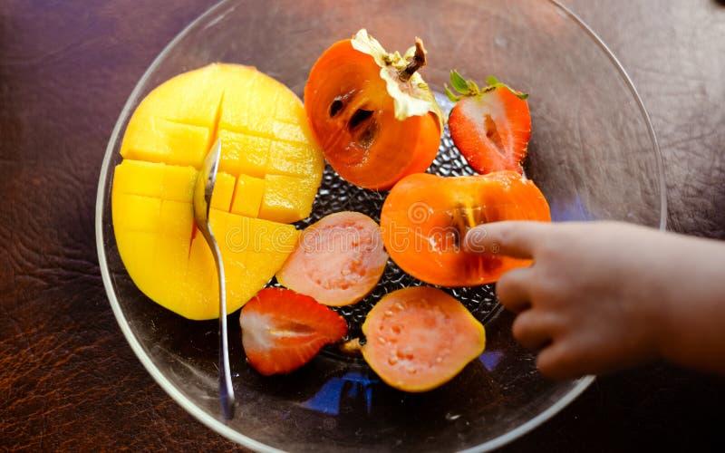 Frutas tropicales jugosas frescas deliciosas en transparente imagen de archivo libre de regalías