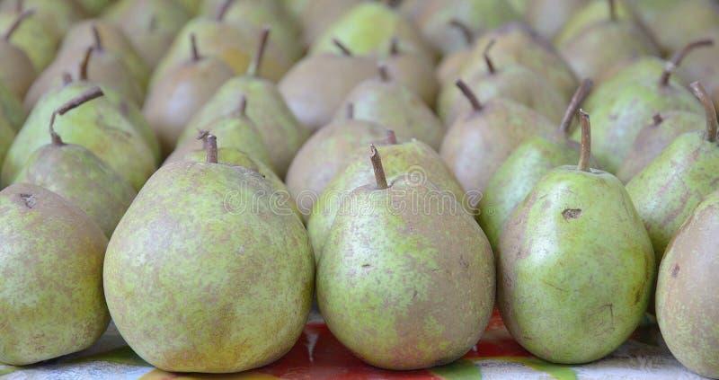 Frutas verdes del primer de la pera imágenes de archivo libres de regalías