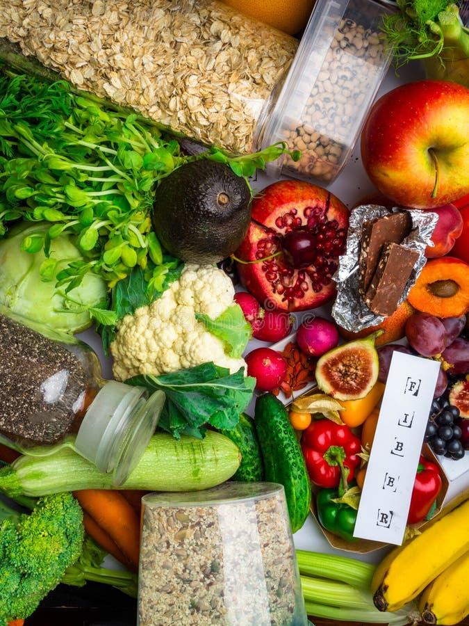 Frutas, verduras ricas en fibra de las vitaminas de los antioxidantes Superfoods de la comida, comida limpios y del detox sanos d imágenes de archivo libres de regalías