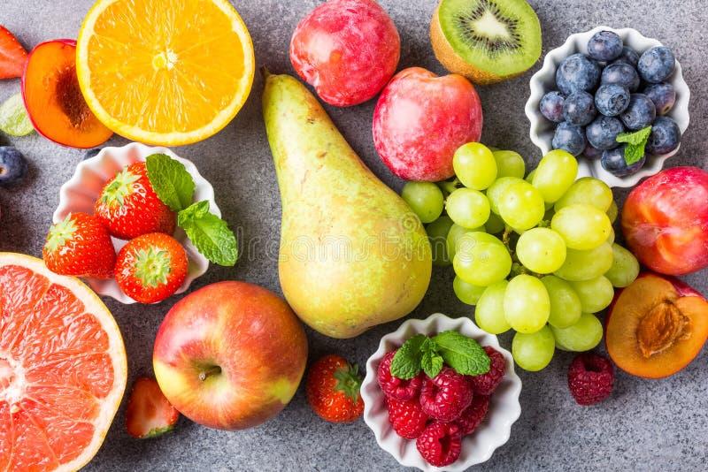 Frutas y bayas clasificadas frescas foto de archivo