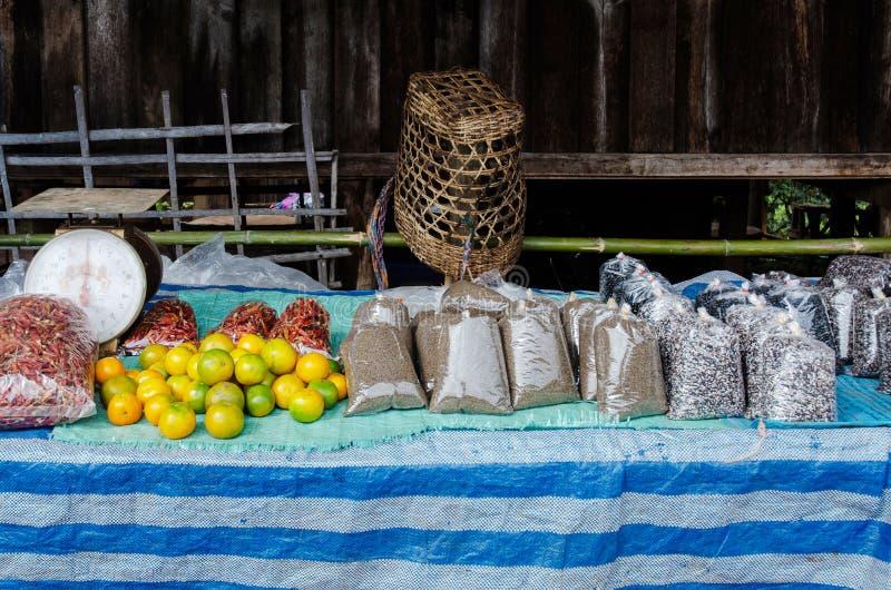 Frutas y cereales imagen de archivo