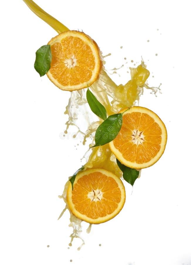 Frutas y jugo anaranjados el salpicar foto de archivo libre de regalías