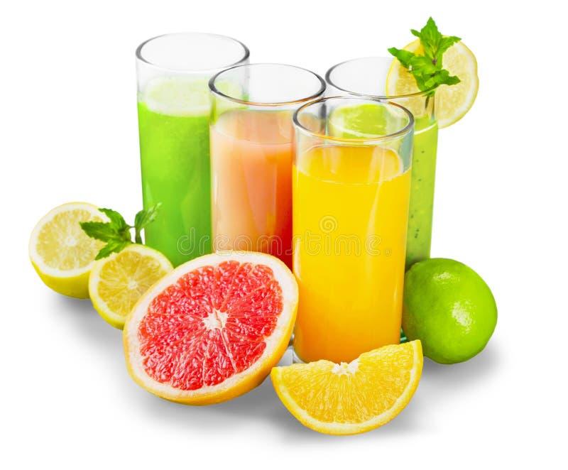 Frutas y jugo sabrosos con las vitaminas encendido fotos de archivo libres de regalías