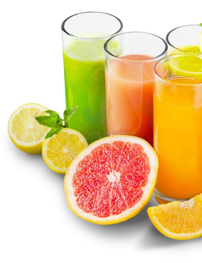 Frutas y jugo sabrosos con las vitaminas encendido foto de archivo libre de regalías