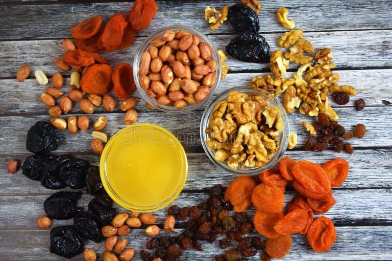 Frutas y miel secadas imagen de archivo