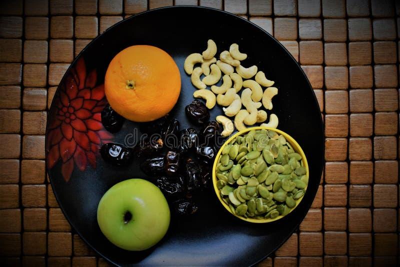 Frutas y nueces sanas fotografía de archivo libre de regalías
