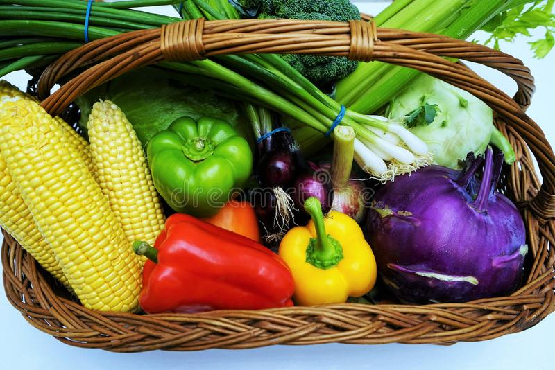 Frutas y verdura orgánicas frescas imagenes de archivo