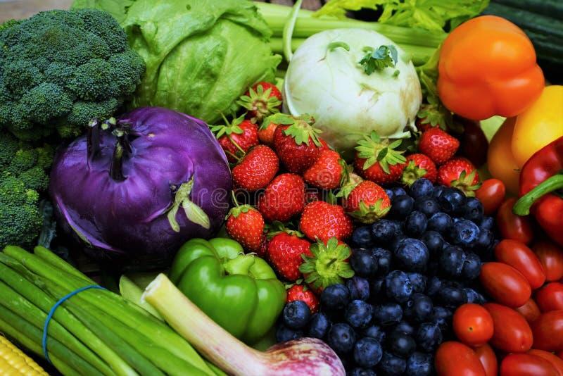Frutas y verdura orgánicas frescas fotos de archivo