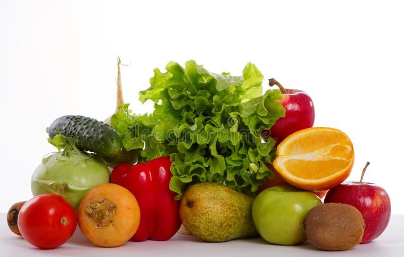 Frutas y verduras en el aislamiento imagen de archivo libre de regalías