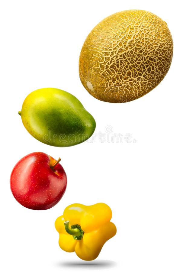 Frutas y verduras que caen en el fondo blanco fotografía de archivo libre de regalías