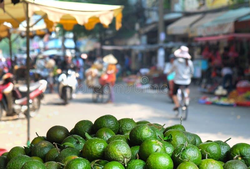 Frutifique na rua vietnamiana na cidade de Ho Chi Minh, Vietname fotos de stock royalty free
