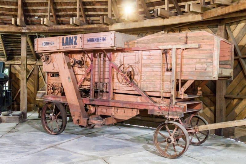 FRUTILLAR, ЧИЛИ - 1-ОЕ МАРТА 2015: Старая деревянная машина в историческом немецком колониальном музее в деревне Frutillar Регион стоковая фотография