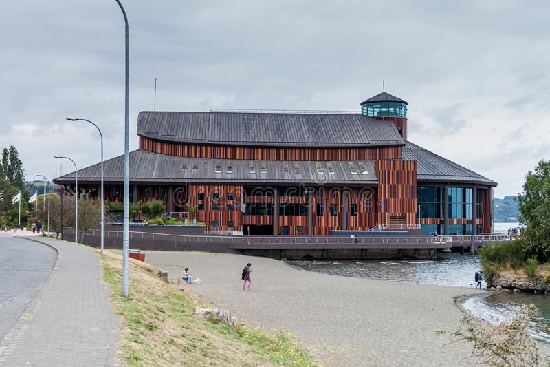 FRUTILLAR, CILE - 1° MARZO 2015: Teatro di Teatro del Lago Lake nel villag di Frutillar immagine stock libera da diritti