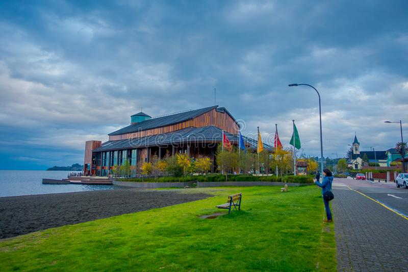 FRUTILLAR, CILE - 23 SETTEMBRE, 2018: Vista splendida all'aperto del teatro di frutillar, nel Cile fotografie stock libere da diritti