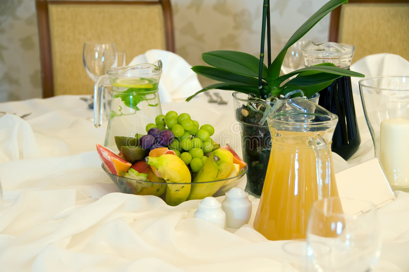 Frutis sur la table de banquet photo stock