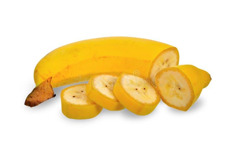 Fruto da banana e banana cortados no fundo branco com trajetos de grampeamento fotografia de stock royalty free
