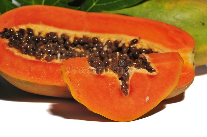 Fruto da papaia isolado no fundo branco imagem de stock royalty free