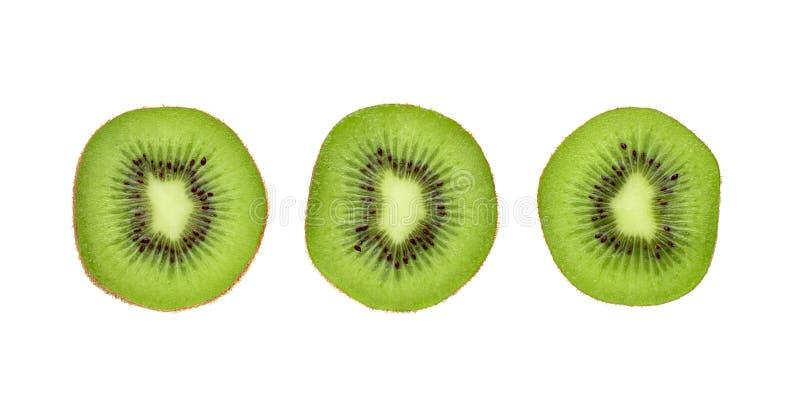 Fruto de quivi da metade e da fatia isolado no fundo branco fotografia de stock royalty free