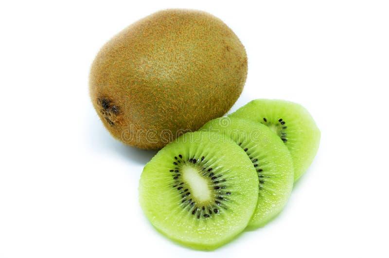 Fruto de quivi, fatia de qiwi isolada no fundo branco foto de stock royalty free