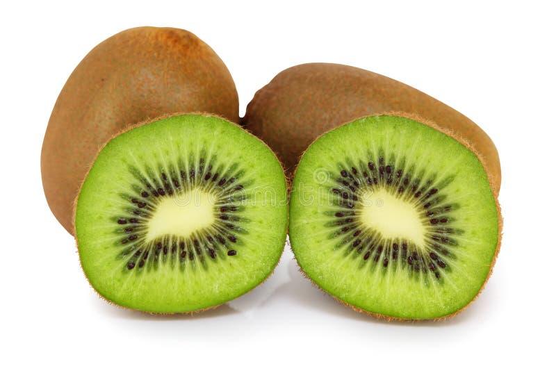 Fruto de quivi fresco isolado no fundo branco, incluindo o trajeto de grampeamento sem máscara fotografia de stock