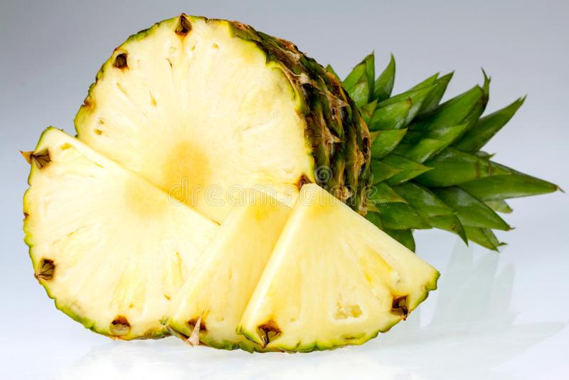 Fruto do abacaxi no fundo branco imagem de stock royalty free