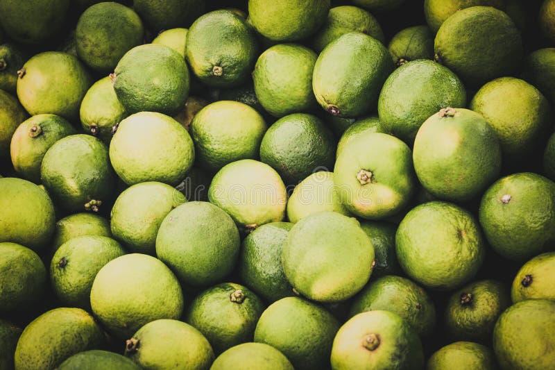 Fruto do cal - pilha de frutos verdes do cal fotografia de stock