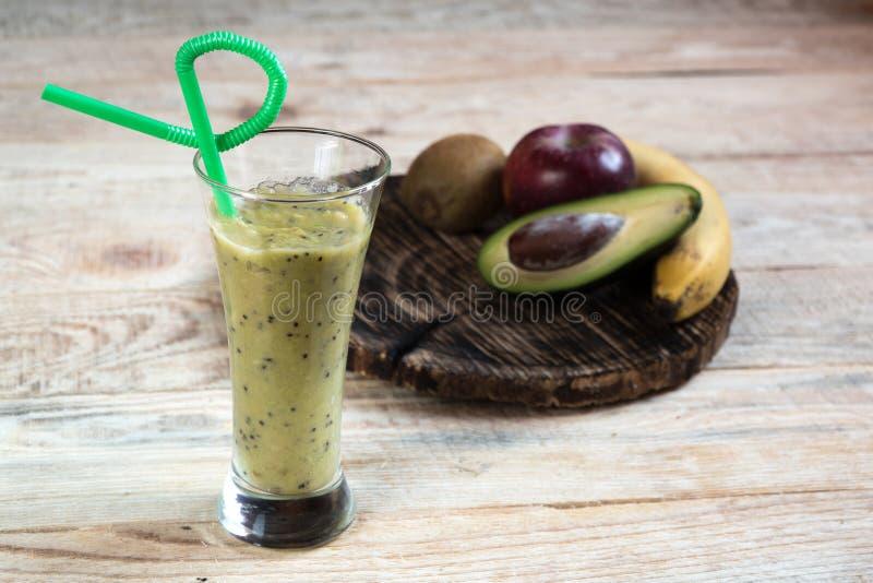 Fruto do cocktail Dieta da banana do abacate de Kiwi Apple fotos de stock royalty free
