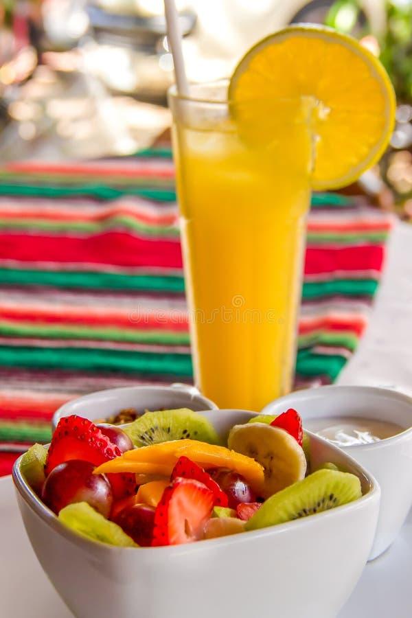 Fruto e Juice Breakfast fotos de stock