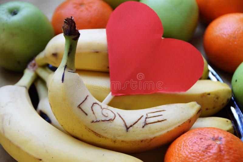 Fruto fresco com uma mensagem do amor foto de stock royalty free