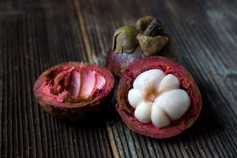 Fruto fresco do mangustão foto de stock royalty free