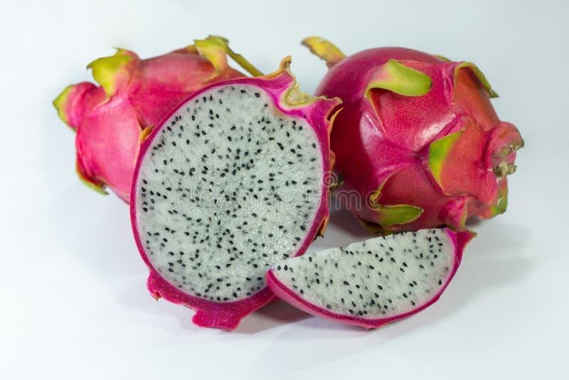 Fruto fresco tropical do dragão orgânico corte e corte o fruto da parte foto de stock royalty free