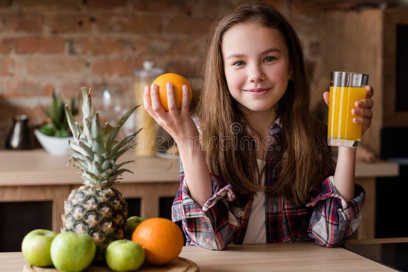 Fruto saudável do suco do café da manhã da nutrição do alimento da criança foto de stock