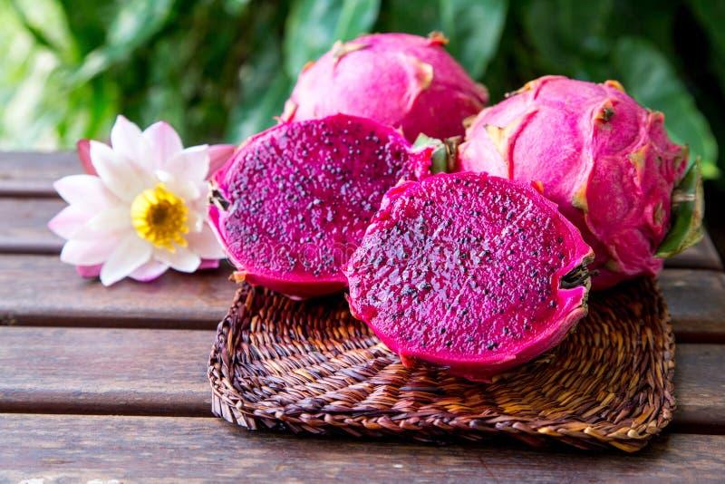 Fruto vermelho tropical suculento brilhante do dragão Fruto ou Pitaya do dragão mim fotografia de stock