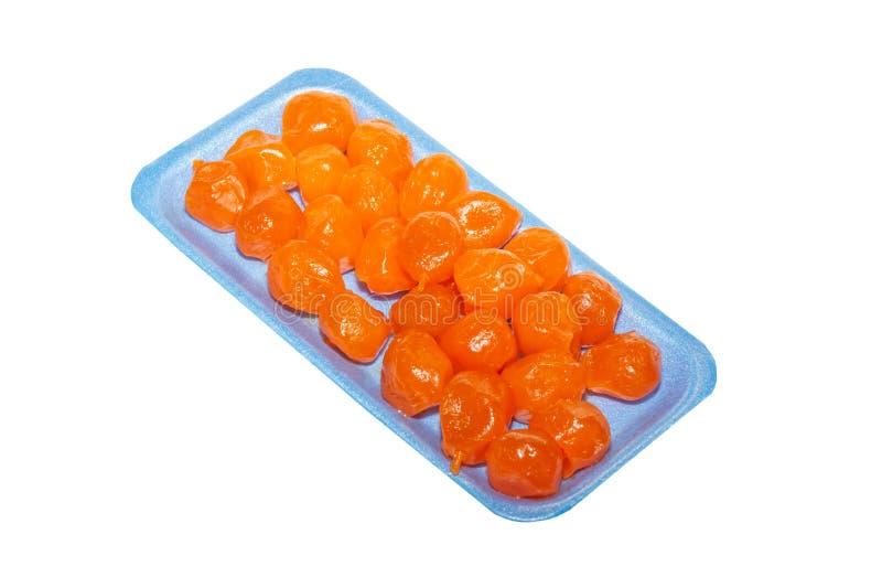 Frutos do Kumquat na pálete azul isolada fotografia de stock royalty free