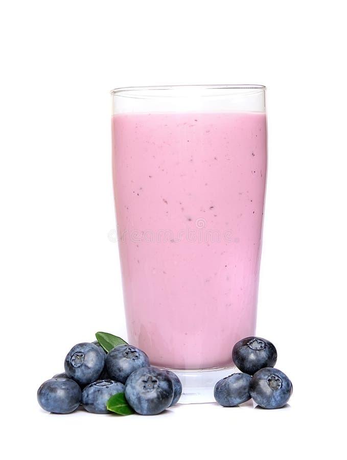 Frutos e batidos frescos das amoras-pretas foto de stock