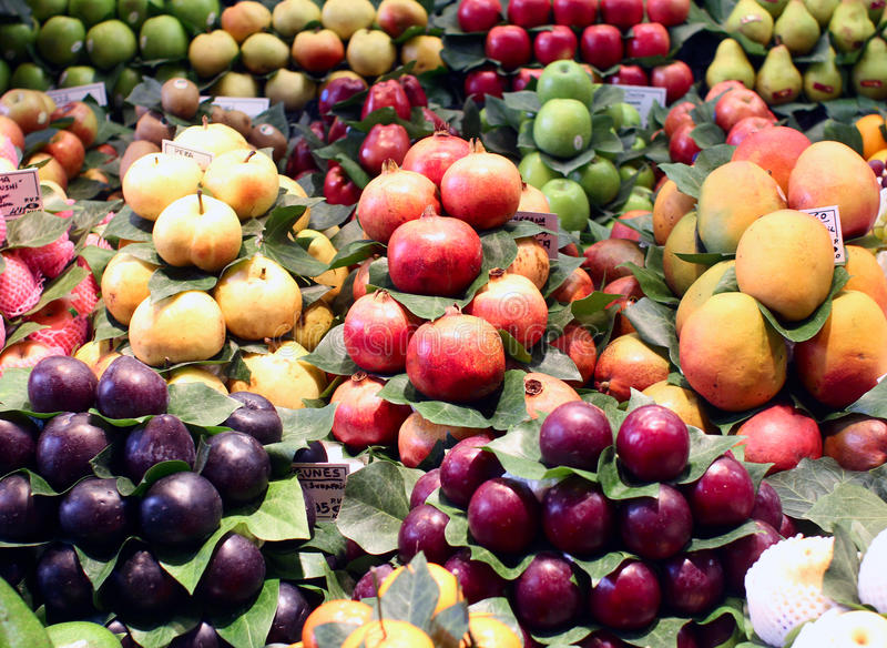 Frutos exóticos frescos no mercado foto de stock royalty free