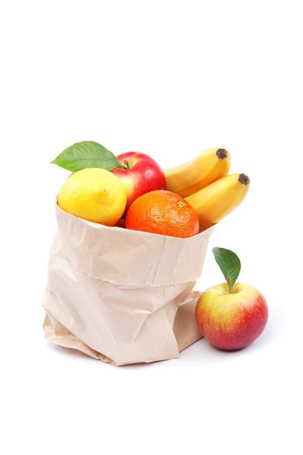 Frutos frescos em um saco de papel. fotos de stock royalty free
