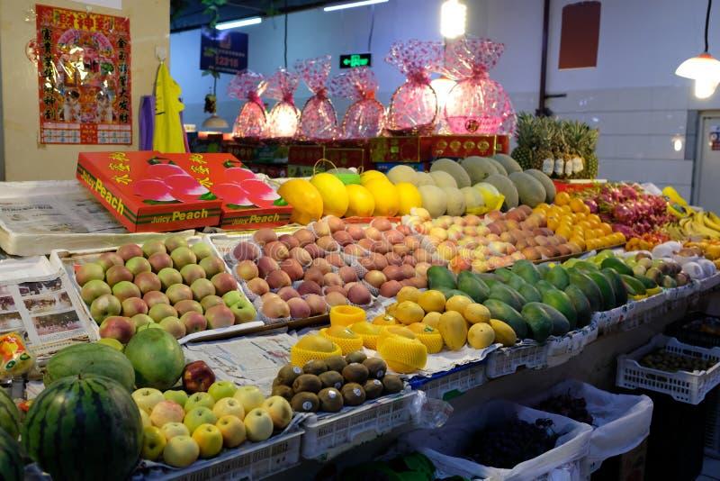 Frutos no mercado fotos de stock royalty free