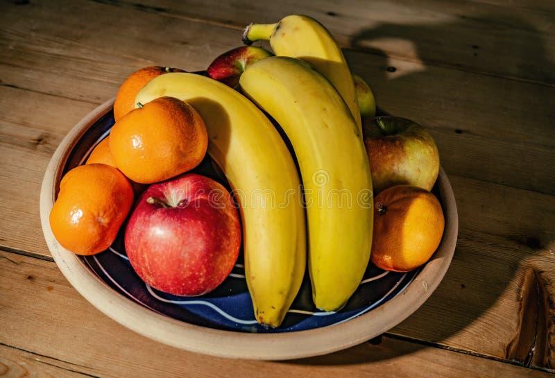Frutos saudáveis em um prato foto de stock royalty free