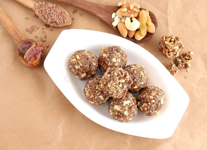 Frutos secos do prato doce indiano e Laddu Nuts fotos de stock