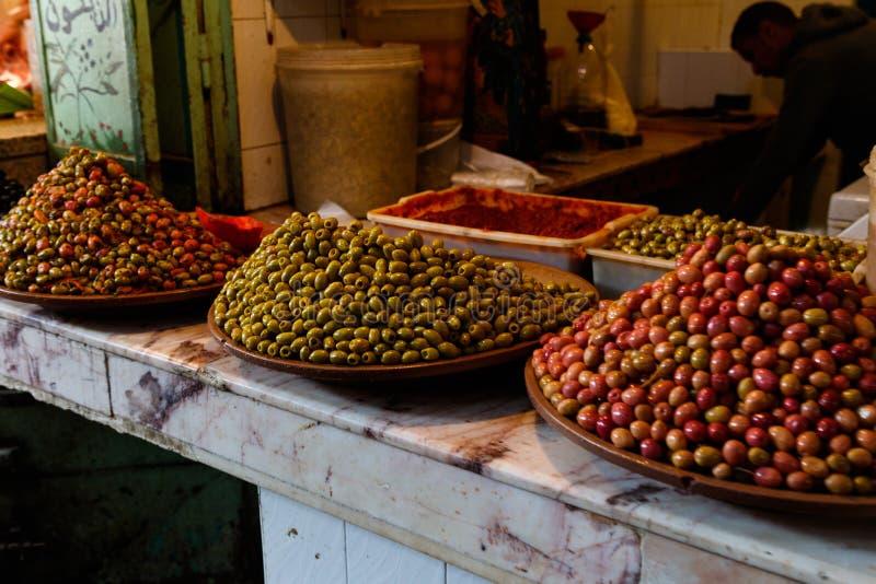 Frutos secos e porcas na tenda do mercado no bazar em C4marraquexe, Marrocos fotos de stock