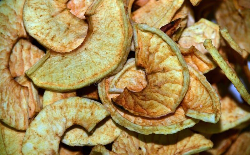 Frutos secos en los platos de cristal y metálicos fotografía de archivo