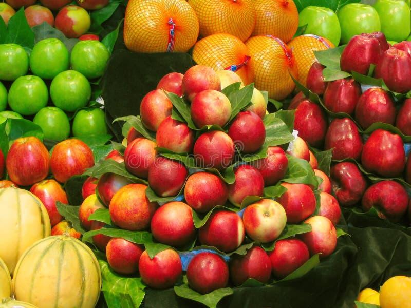 Frutta al servizio fotografie stock