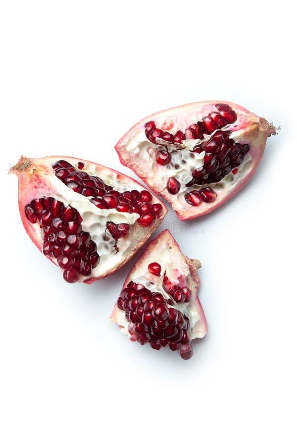 Frutta aperta del melograno rosso isolata su fondo bianco immagine stock