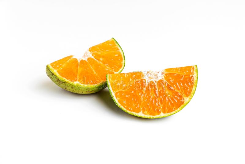 Frutta arancio del pezzo della fetta su fondo bianco fotografia stock