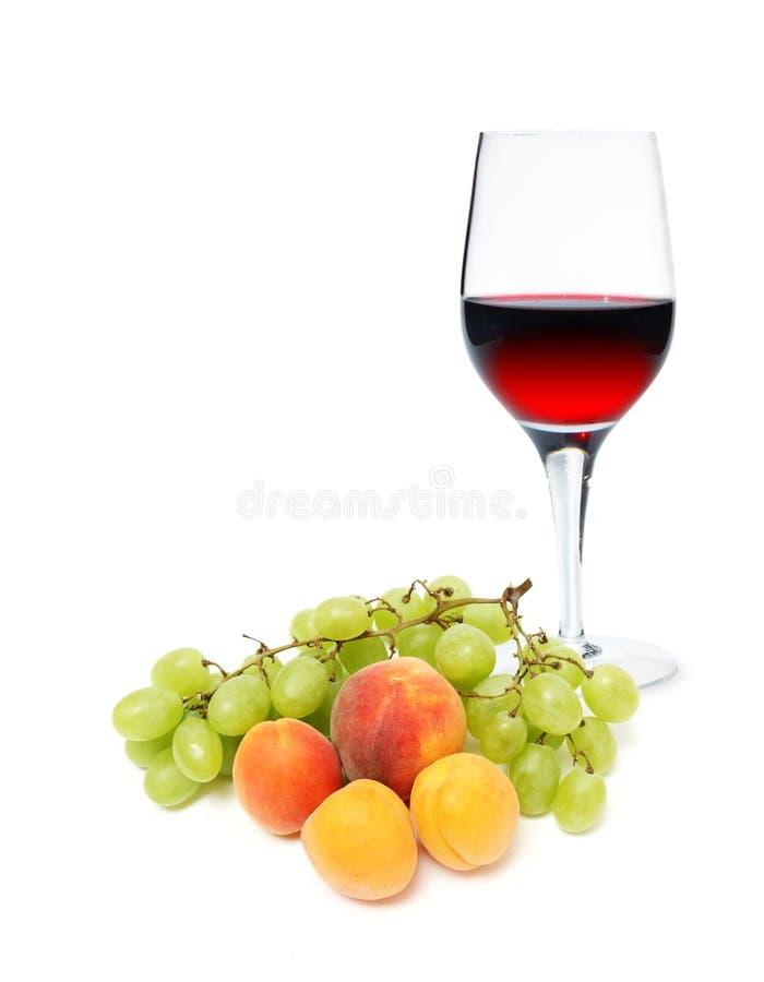 Frutta con il vetro di vino immagine stock