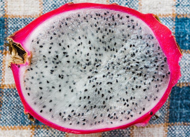 Frutta del drago sulla tavola immagini stock libere da diritti