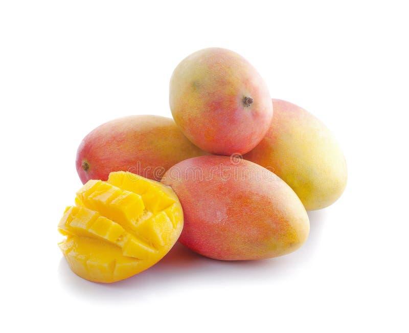 Frutta del mango con i cubi e le fette del mango fotografie stock