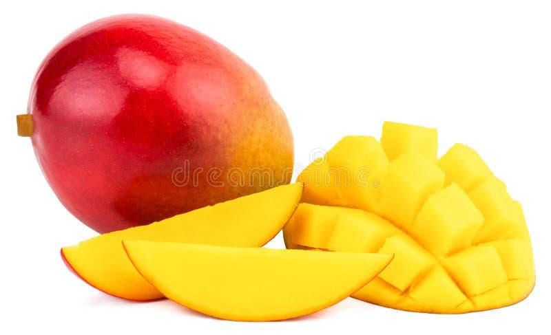 Frutta del mango con i cubi e le fette del mango Isolato su un BAC bianco immagini stock
