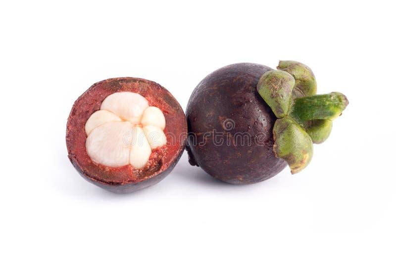 Frutta del mangostano o garcinia mangostana e una sezione trasversale che mostra il bianco dentro immagini stock